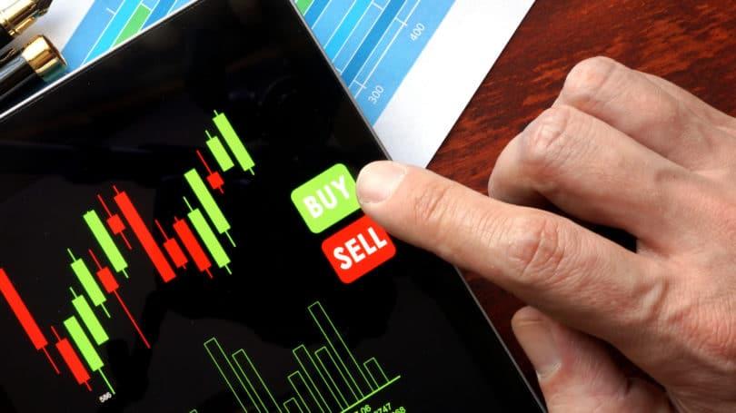 il rapporto P/E buy comprare